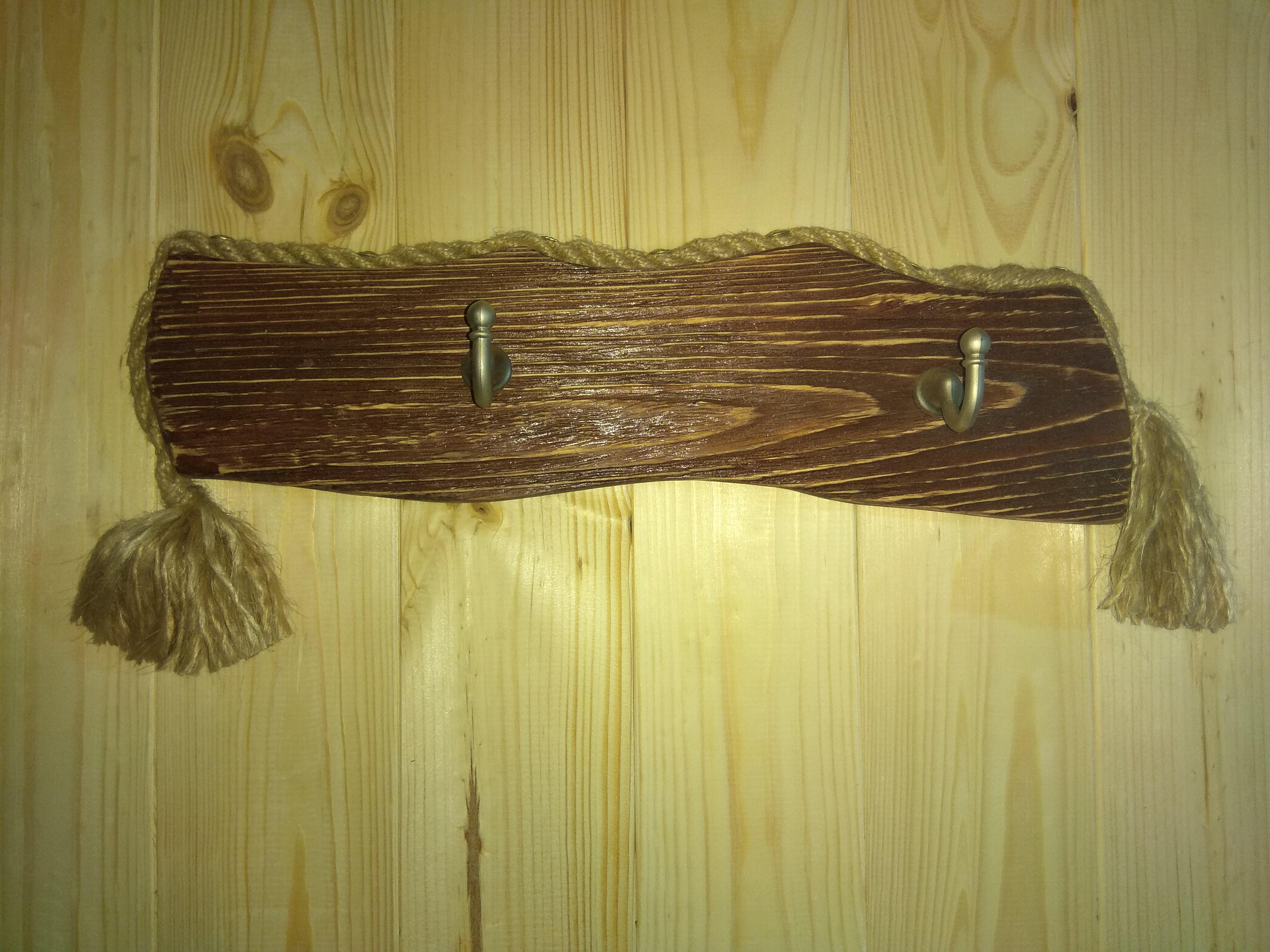 Вешалки настенные из дерева